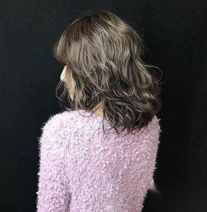 染什麼顏色頭髮低調又顯白 「灰霧髮色」是時候走一波了